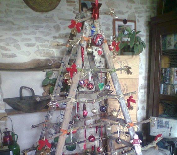 20 Fun And Stylish Alternative Christmas Trees