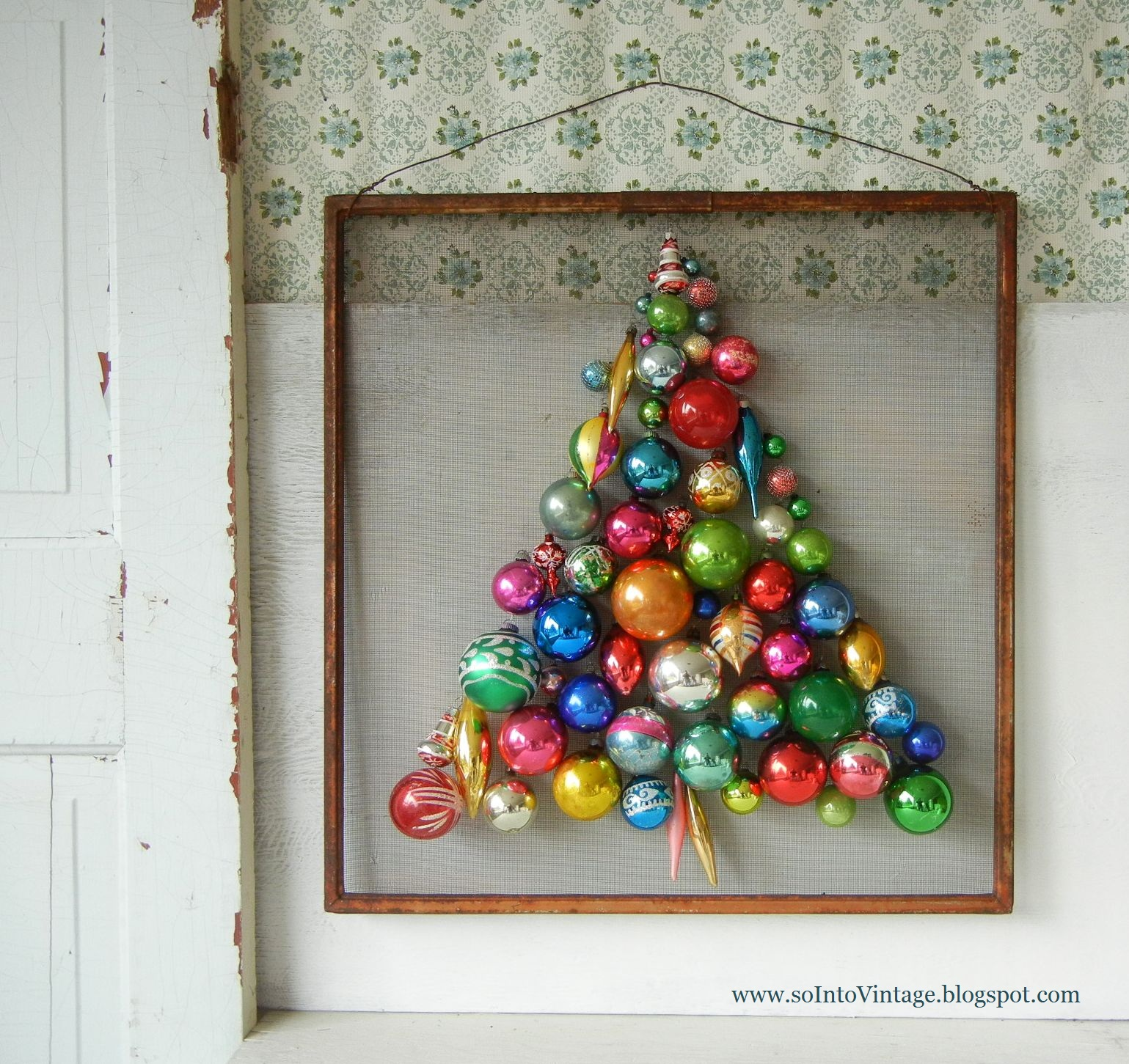 20 Fun And Stylish Alternative Christmas Trees: christmas tree ornaments ideas