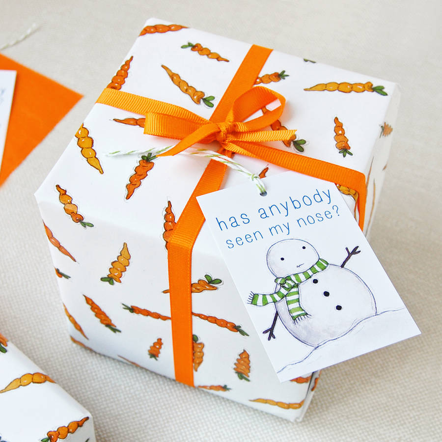 original_christmas-carrot-wrapping-paper-set